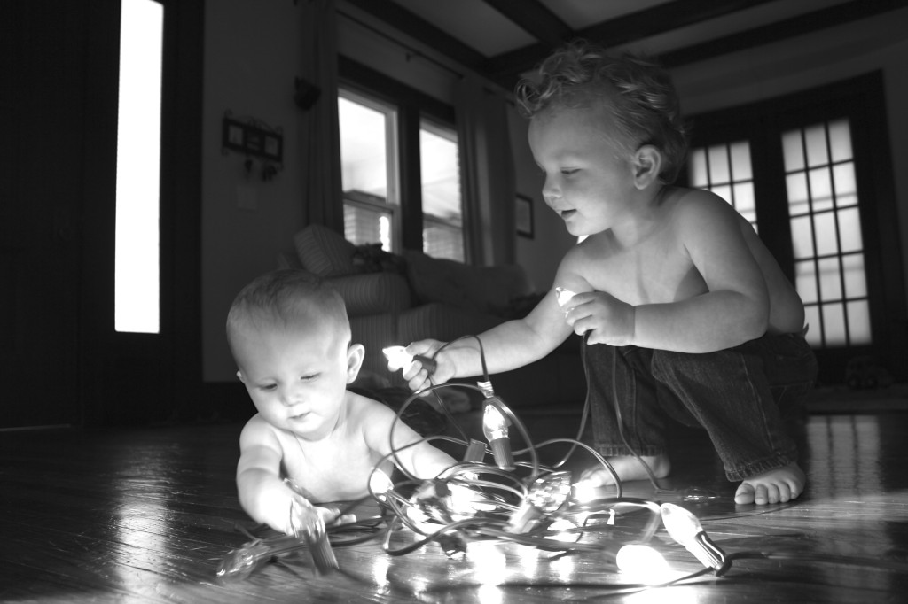 Let Kids Play With Lights Christmas Photo Idea SheJustGlows.com